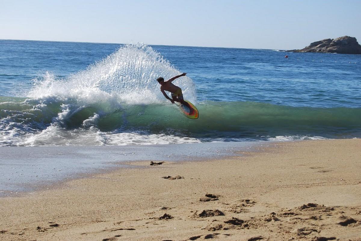 surfeando-con-skimboard