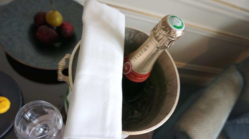 Duval Leroyのシャンパンのプレゼント。