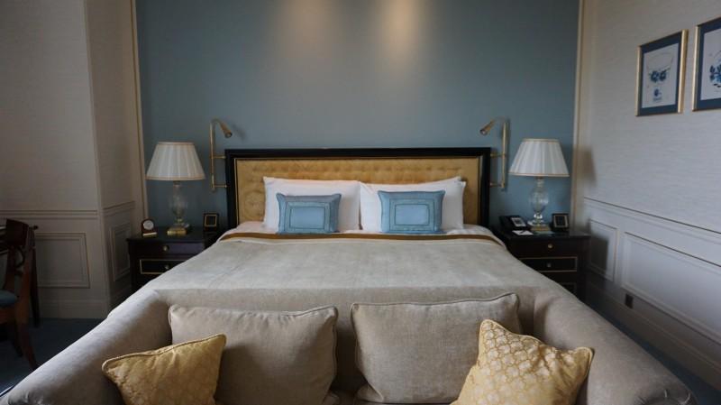 おすすめ高級ホテル シャングリラホテルパリ ベッド写真