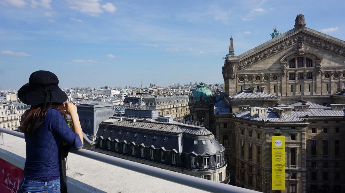 百貨店・ギャラリー・ラファイエットの屋上から。屋上はテラスになっていてオペラ座エリアを見下ろすことができます。